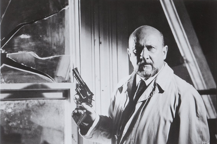 Donald Pleasence as Dr. Loomis