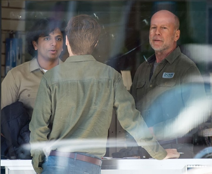 Bruce Willis Glass On Set