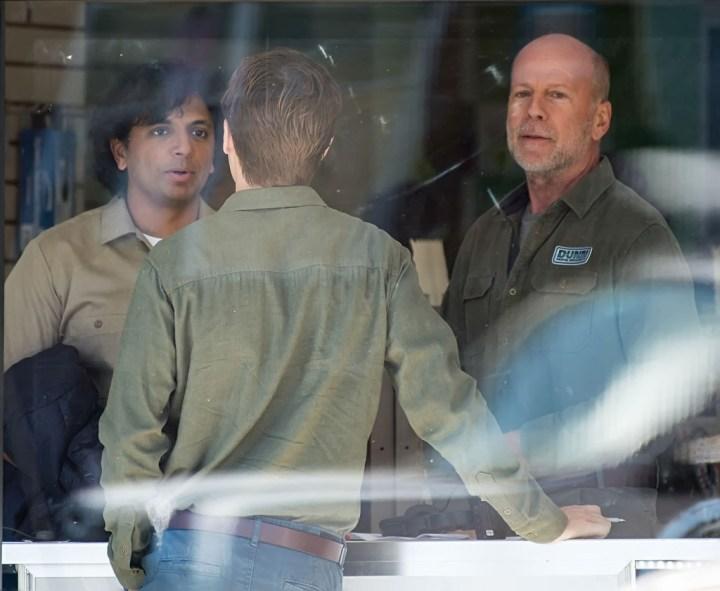 Bruce Willis Glass On Set