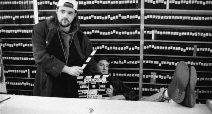 Kevin Smith and Jeff Anderson on the set of Clerks